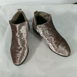 Bamboo Pink Champagne Velvet Ankle Booties - 6.5
